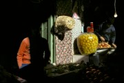 MAROC. Meknes. Souk. Citrons confits. 1988. © Harry Gruyaert / Magnum Photos