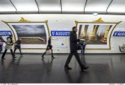 ESSAIS D'AFFICHAGE DES PHOTOGRAPHIES D'HARRY GRUYAERT A LA STATION SAINT AUGUSTIN SUR LE QUAI DE LA LIGNE 9